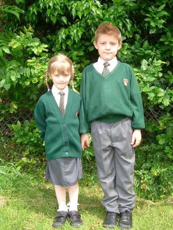 uniforms in school thesis Society's perceptions and attitudes toward school uniforms by jacquelyn a kraft a research paper submitted in partial fulfillment of the requirements for the.